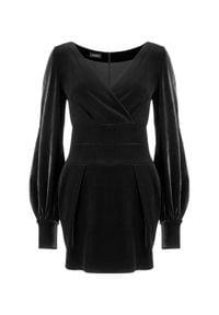 LA MANIA - Aksamitna sukienka Delano. Kolor: czarny. Typ sukienki: kopertowe. Styl: wizytowy. Długość: mini #3