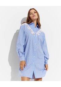Ermanno Firenze - ERMANNO FIRENZE - Błękitna sukienka koszulowa z koronką. Kolor: niebieski. Materiał: koronka. Długość rękawa: długi rękaw. Wzór: koronka. Typ sukienki: koszulowe. Styl: klasyczny. Długość: mini