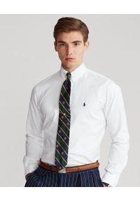 Ralph Lauren - RALPH LAUREN - Biała koszula Oxford Custom Fit. Okazja: na spotkanie biznesowe. Typ kołnierza: button down, polo. Kolor: biały. Materiał: bawełna, tkanina. Długość rękawa: długi rękaw. Długość: długie. Wzór: haft. Styl: klasyczny, biznesowy