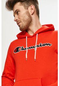 Champion - Bluza bawełniana. Okazja: na co dzień. Typ kołnierza: kaptur. Kolor: czerwony. Materiał: bawełna. Wzór: aplikacja. Styl: casual