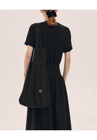 ANIA KUCZYŃSKA - Bawełniana torba Shanghai z czarną skórą juchtową. Kolor: czarny. Sezon: zima, lato. Materiał: skórzane