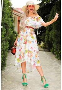 IVET - Sukienka ADAMA WHITE. Kolor: wielokolorowy. Materiał: materiał. Wzór: kwiaty. Sezon: lato. Typ sukienki: rozkloszowane, asymetryczne