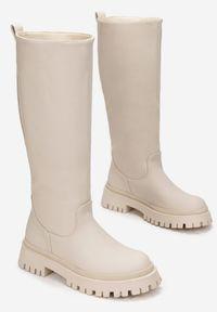 Renee - Beżowe Kozaki Peisilaira. Nosek buta: okrągły. Zapięcie: bez zapięcia. Kolor: beżowy. Wzór: gładki. Styl: rockowy