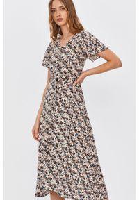 Wielokolorowa sukienka Answear Lab midi, w kwiaty, na co dzień