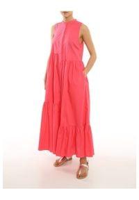 TwinSet - Długa popelinowa sukienka z falbanami Twinset. Typ kołnierza: kołnierzyk stójkowy. Kolor: różowy. Materiał: bawełna. Typ sukienki: asymetryczne. Styl: klasyczny. Długość: maxi