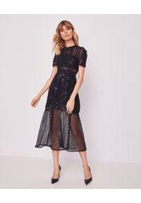 SELF PORTRAIT - Koronkowa sukienka z cekinami. Okazja: na sylwestra. Kolor: czarny. Materiał: koronka. Wzór: aplikacja, koronka. Długość: midi