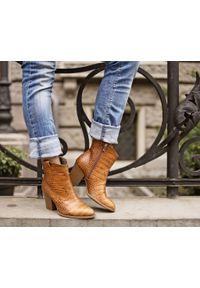 Zapato - kowbojki z tłoczeniem - skóra naturalna - model 471 - kolor brąz przypalany. Kolor: brązowy. Materiał: skóra