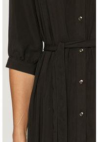 Vero Moda - Sukienka. Kolor: czarny. Materiał: tkanina. Typ sukienki: plisowane, rozkloszowane