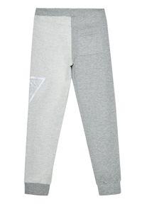 Guess Spodnie dresowe L1RQ12 KA6R0 Szary Regular Fit. Kolor: szary. Materiał: dresówka
