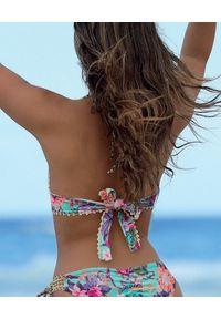 DEL MAAR - Trójkątny top od bikini w kwiaty Maracay. Kolor: zielony. Materiał: materiał. Wzór: kwiaty