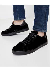 GIANVITO ROSSI - Czarne tenisówki Low Loft. Okazja: na co dzień. Nosek buta: okrągły. Kolor: czarny. Materiał: guma, zamsz. Styl: casual