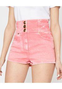 Balmain - BALMAIN - Różowe szorty z guzikami. Stan: podwyższony. Kolor: wielokolorowy, fioletowy, różowy. Wzór: aplikacja. Sezon: lato