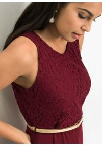 Długa sukienka wieczorowa z paskiem bonprix czerwony klonowy. Kolor: czerwony. Materiał: koronka. Długość rękawa: bez rękawów. Wzór: koronka. Styl: wizytowy. Długość: maxi
