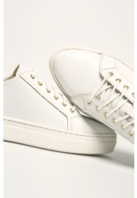 Białe buty sportowe vagabond na obcasie, na średnim obcasie, z cholewką