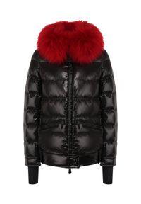 MONCLER - Czarna kurtka z futrem. Kolor: czarny. Materiał: futro. Wzór: gładki. Sezon: zima #8