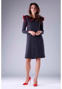 Czarna sukienka wizytowa Nommo z falbankami, trapezowa
