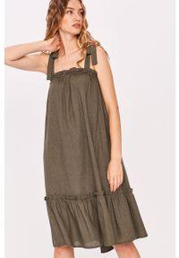 Zielona sukienka Answear Lab mini, rozkloszowana