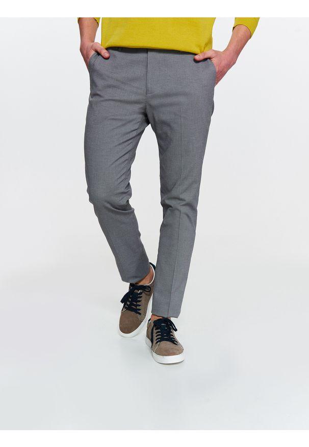 Szare spodnie TOP SECRET w kolorowe wzory, eleganckie, na wiosnę