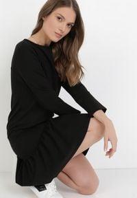 Born2be - Czarna Sukienka Kaliphalphia. Kolor: czarny. Materiał: dzianina. Długość rękawa: długi rękaw. Styl: klasyczny. Długość: mini