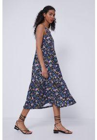 medicine - Medicine - Sukienka Staycation. Materiał: bawełna, dzianina, włókno. Długość rękawa: na ramiączkach. Wzór: gładki. Typ sukienki: rozkloszowane