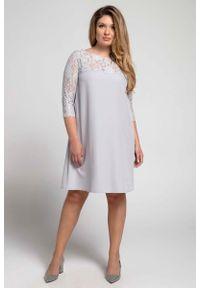 Szara sukienka wizytowa Nommo plus size, dla puszystych, w koronkowe wzory