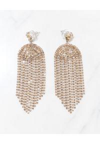 CAROLINE SVEDBOM - Długie kolczyki Melinda. Materiał: złote. Kolor: złoty. Kamień szlachetny: kryształ