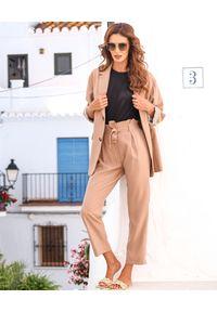MOTIVE&MORE - Beżowe spodnie Molly. Stan: podwyższony. Kolor: beżowy. Materiał: wiskoza, materiał. Styl: wakacyjny