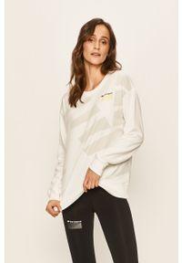 Biała bluza New Balance z nadrukiem, bez kaptura