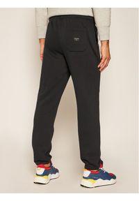 Czarne spodnie dresowe Quiksilver