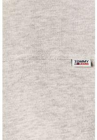 Tommy Jeans - Longsleeve. Okazja: na co dzień. Kolor: szary. Materiał: bawełna, dzianina, materiał. Długość rękawa: długi rękaw. Wzór: gładki. Styl: casual