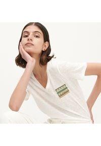 Reserved - T-shirt z aplikacją - Kremowy. Kolor: kremowy. Wzór: aplikacja