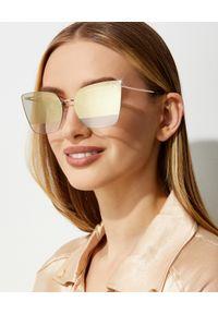 Tom Ford - TOM FORD - Dwukolorowe okulary przeciwsłoneczne Camilla. Kształt: prostokątne. Kolor: brązowy. Materiał: materiał