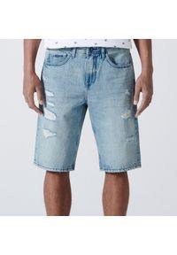 Cropp - Jeansowe szorty z przetarciami - Niebieski. Kolor: niebieski. Materiał: jeans
