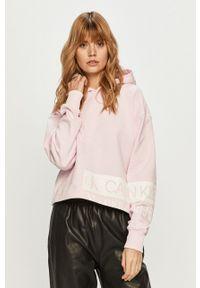 Różowa bluza Calvin Klein Jeans z nadrukiem, z kapturem