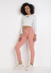 Różowe spodnie skinny Born2be