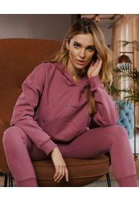 SELF LOVE - Różowa bluza Menfi. Typ kołnierza: kaptur. Kolor: fioletowy, różowy, wielokolorowy. Materiał: bawełna, dresówka. Długość rękawa: długi rękaw. Długość: długie
