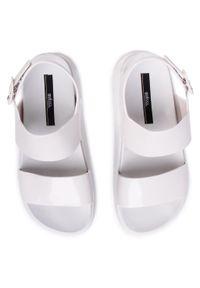 Białe sandały melissa na co dzień, casualowe