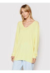 Żółty sweter klasyczny
