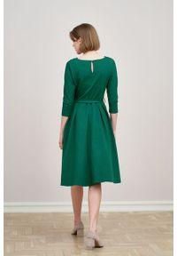 Marie Zélie - Sukienka Anastazja ciemnozielona w kropeczki. Kolor: zielony. Materiał: bawełna, dzianina, materiał, elastan, skóra. Typ sukienki: rozkloszowane. Styl: klasyczny