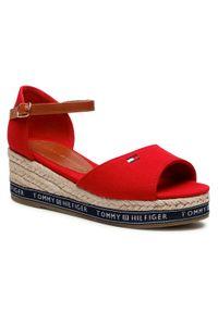 Espadryle TOMMY HILFIGER - Rope Wedge Sandal T3A2-31056-0048 M Red 300. Okazja: na co dzień. Kolor: czerwony. Materiał: skóra ekologiczna, materiał. Sezon: lato. Obcas: na obcasie. Styl: casual. Wysokość obcasa: średni