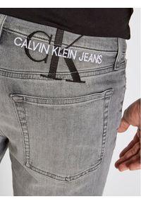 Calvin Klein Jeans Szorty jeansowe J30J317741 Szary Slim Fit. Kolor: szary