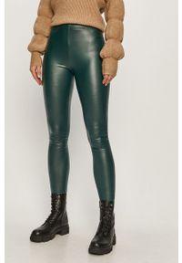 Zielone legginsy Jacqueline de Yong z podwyższonym stanem