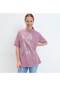 Mohito - Koszulka z błyszczącym nadrukiem - Różowy. Kolor: różowy. Wzór: nadruk