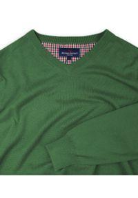Zielony sweter Adriano Guinari klasyczny, z dekoltem w serek