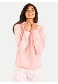 Bawełniana łososiowa bluza z kapturem Juvia. Typ kołnierza: kaptur. Kolor: różowy. Materiał: bawełna. Długość rękawa: raglanowy rękaw
