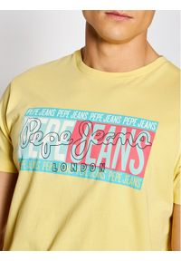 Pepe Jeans T-Shirt Mark PM507768 Żółty Regular Fit. Kolor: żółty