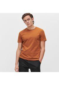Brązowy t-shirt Reserved z nadrukiem