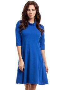 Niebieska sukienka dzianinowa MOE trapezowa, z golfem
