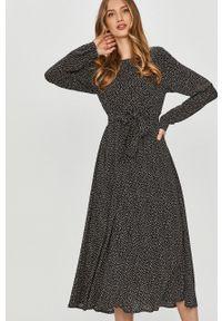 Czarna sukienka Answear Lab prosta, z długim rękawem