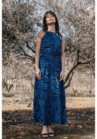 Niebieska sukienka rozkloszowana MOE maxi